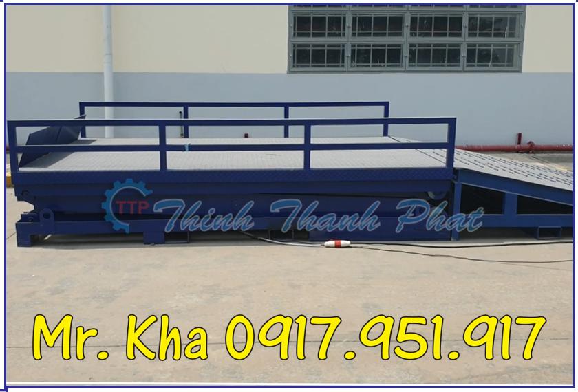 Ban nang thuy luc len container 02