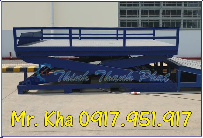 Ban nang thuy luc len container 03