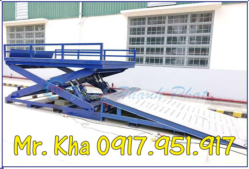 Ban nang thuy luc len container 04