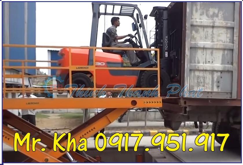 Ban nang hang len container 03