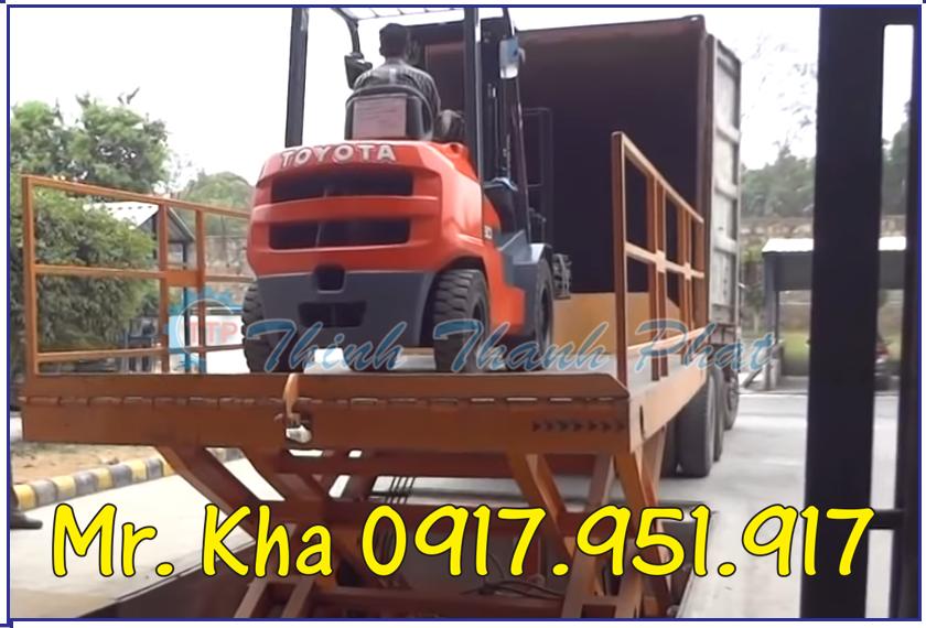 Ban nang hang len container 04