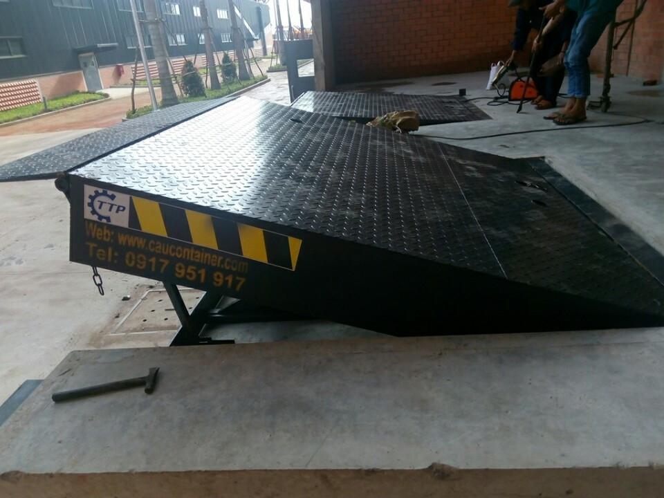 Sàn nâng cơ khí - Mechanical dock leveler